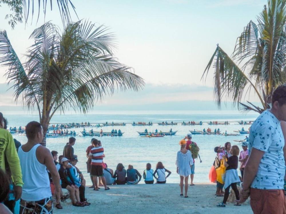 Nikon COOLPIX W300 セブ島の賑わうビーチで☆