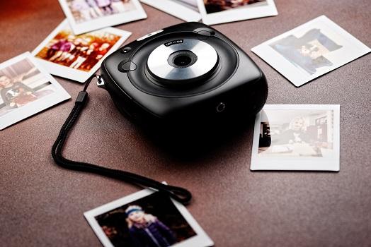 インスタントフィルムカメラ