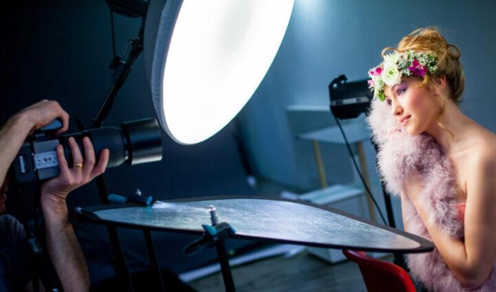 白レフ:肌をふんわり美しく見せる効果があり、人物撮影におすすめ